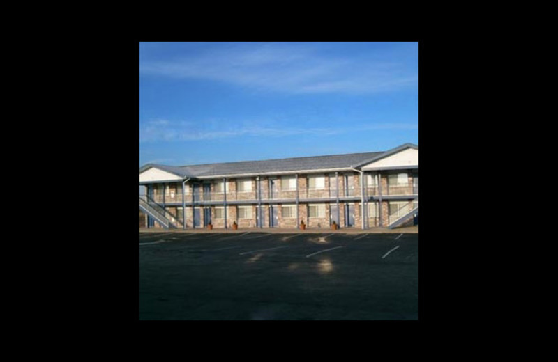 Exterior view of Harrisonville Inn and Suites.