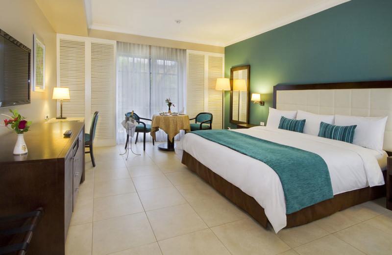 Guest room at Hotel Oro Verde Machala.