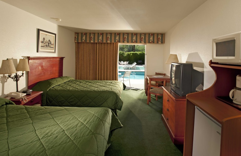 Guest room at Royal Sun Inn.