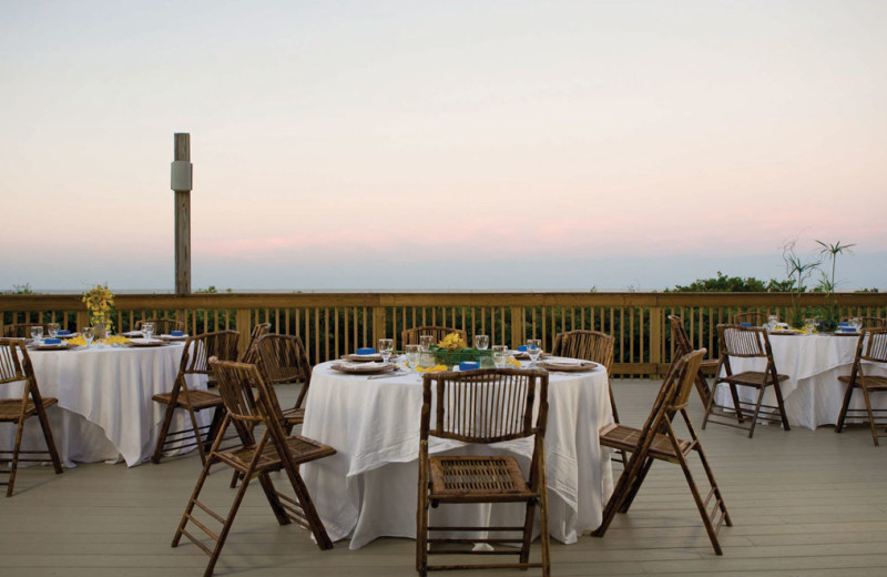 Outdoor dining at The Villas of Amelia Island Plantation.