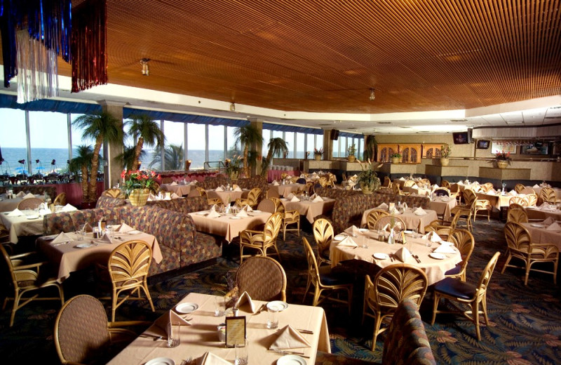 Dining room at Clarion Resort Fontainebleau.