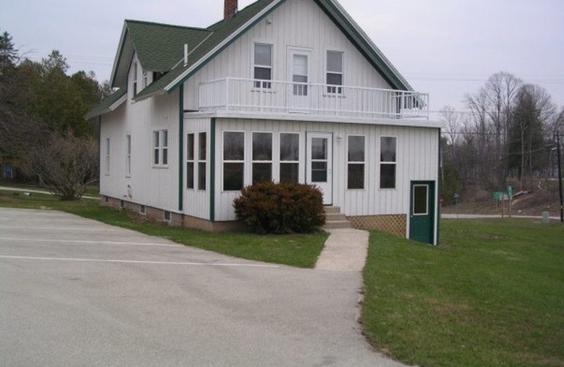 Cottage exterior at Birchwood Lodge.