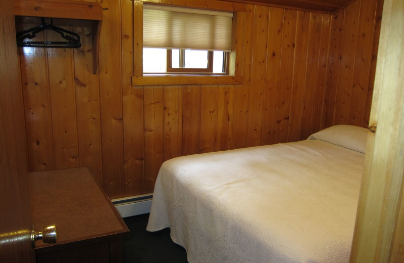 Cabin bedroom at Amberwood.