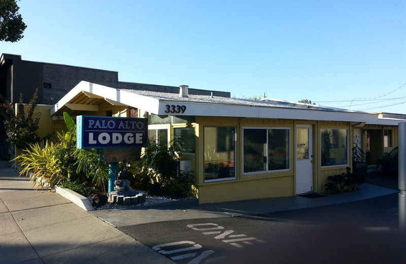Exterior view of Palo Alto Lodge.