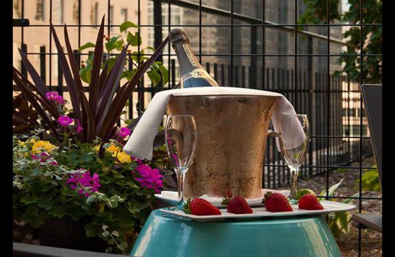 Romantic Gardens at Crowne Plaza Minneapolis
