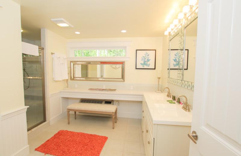 Guest bathroom at Sheepscot Harbour Village & Resort.