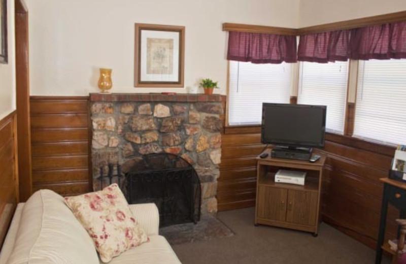 Cottage fireplace at Blue Horizon Lodge.