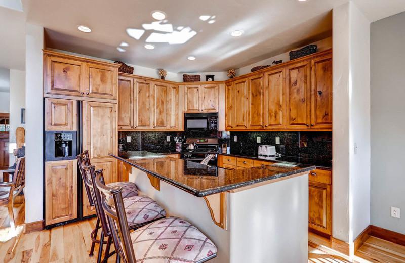 Rental kitchen at EagleRidge Lodge.