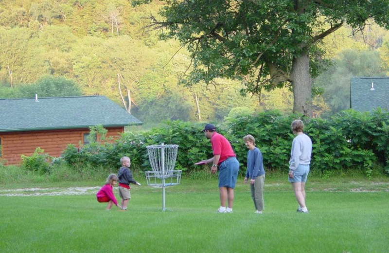 Disc golf at Cedar Valley Resort.