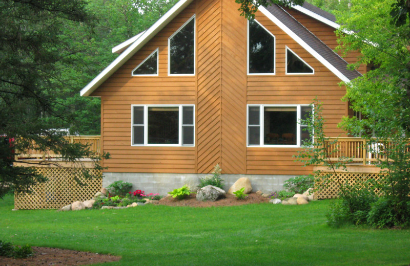 Cabin #18 at Half Moon Trail Resort is a beautiful four bedroom cabin that has A.C., dishwasher, and vaulted ceiling.