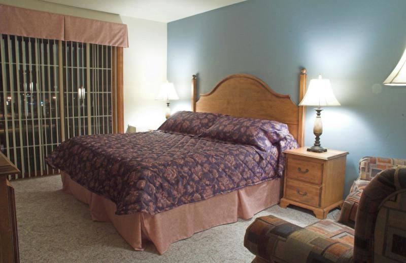 Guest bedroom at Bridgeport Waterfront Resort.