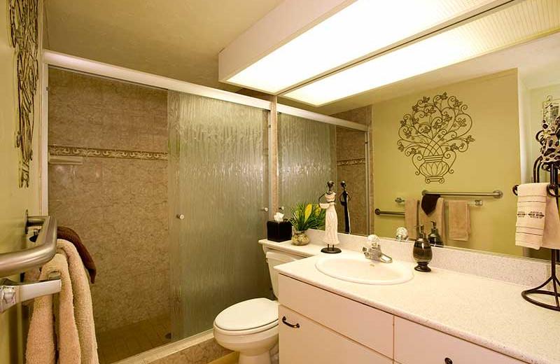 Vacation rental bathroom at Hale Kai O Kihei.