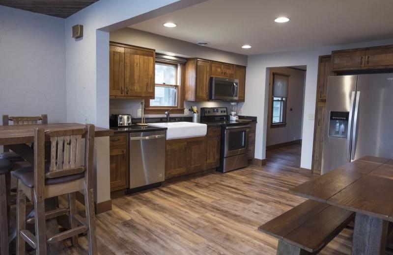 Rental kitchen at Sand County Service Company - Dellview Lake Lodge.