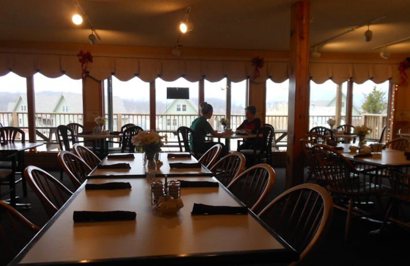 Dining room at Windwood Fly-In Resort.