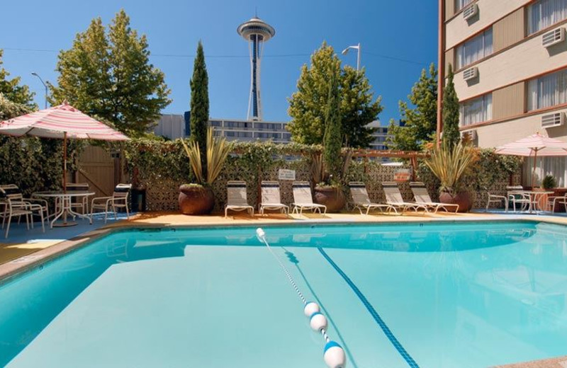 Outdoor Swimming Pool Travelodge Seattle by The Space Needle