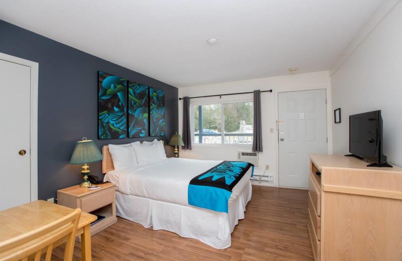 Guest room at Lund Resort at Klah ah men.