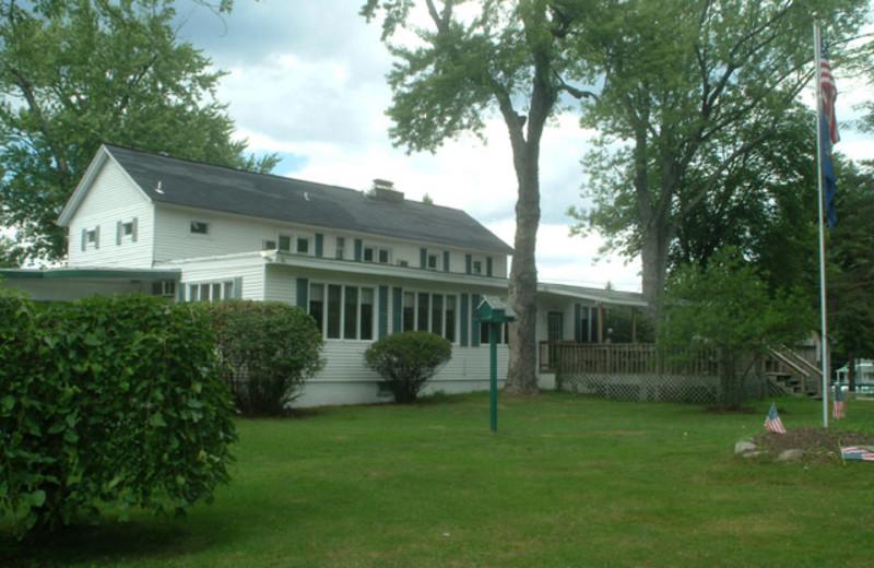 Exterior view of Chestnut Grove Resort.