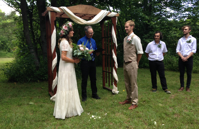 Perfectly intimate, nature lovers' wedding