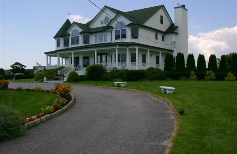 Exterior view of A Victorian On The Bay.