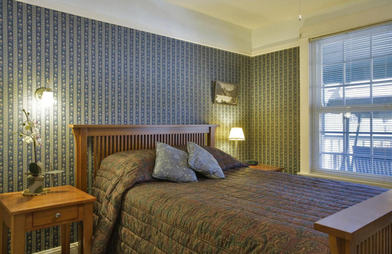 Guest room at Royal Carriage Inn.