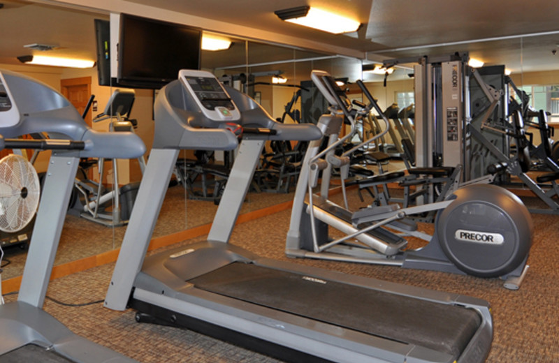 Fitness room at Lakeside Lodge & Suites.