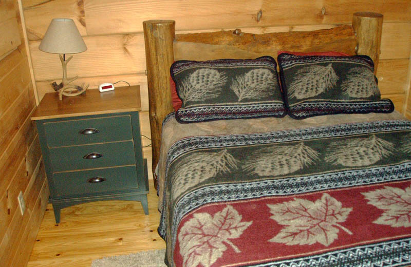 Cabin bedroom at Big Bear Log Cabins.