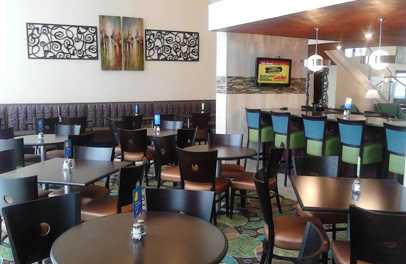 Breakfast dining room at Branson 76 Central Holiday Inn Express.