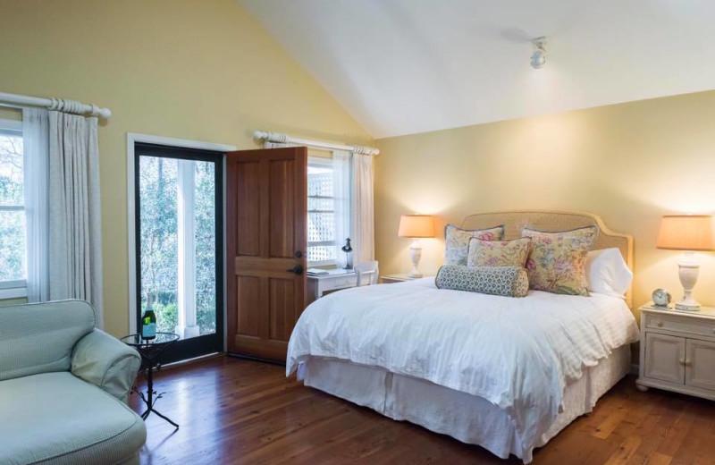 Cottage interior at Cottage Grove Inn.