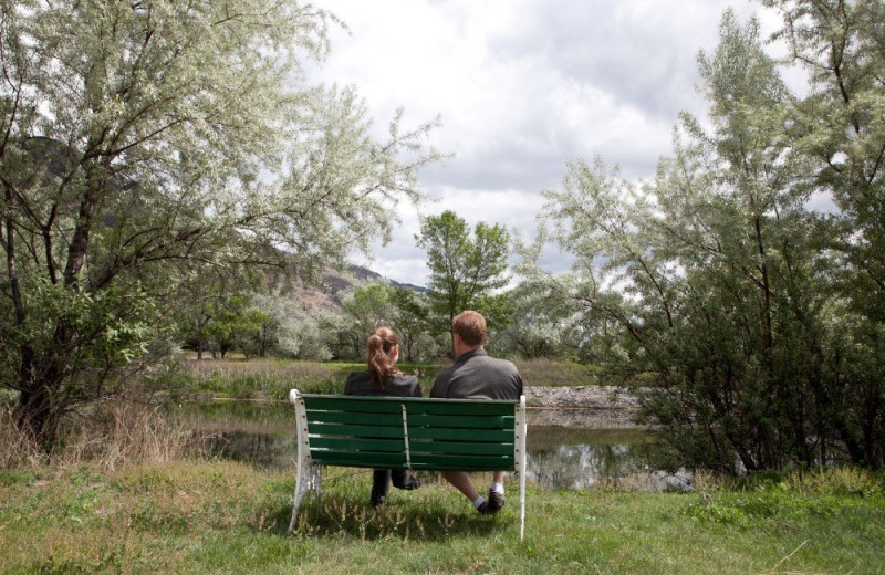 Couple on bench at South Thompson Inn & Conference Centre.
