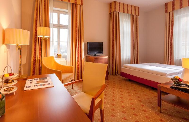 Guest room at Dorint Hotel Bad Brückenau.