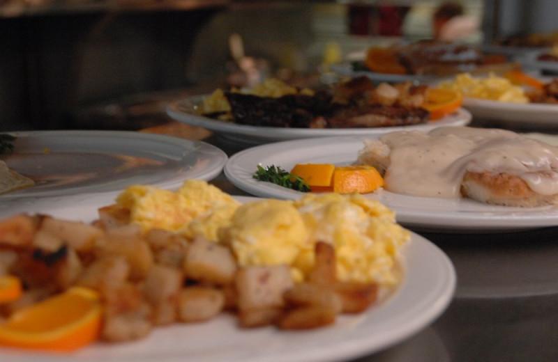 Dining at Inn at Grand Glaize.