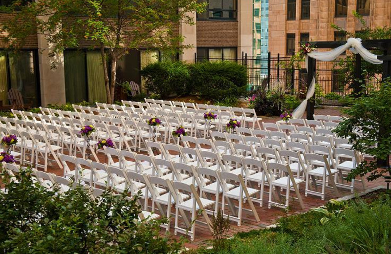 Outdoor wedding at Crowne Plaza Minneapolis.