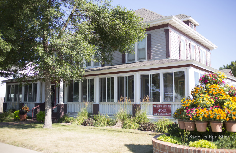 Exterior view of The Prairie House Manor Bed & Breakfast.