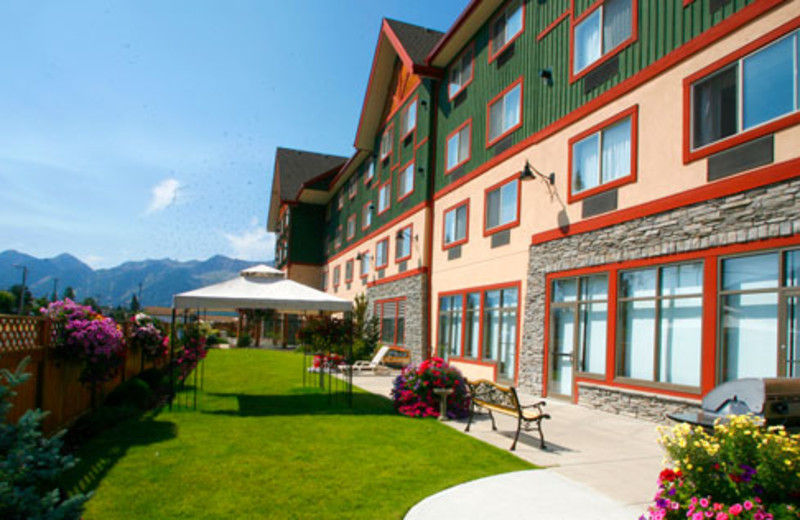 Exterior view of Best Western Plus Fernie Mountain Lodge.