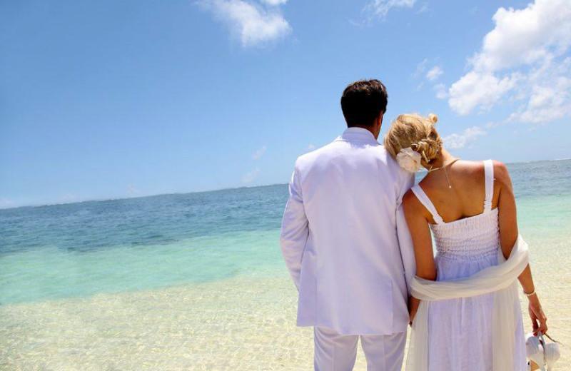Beach wedding at Holiday Isle Properties.