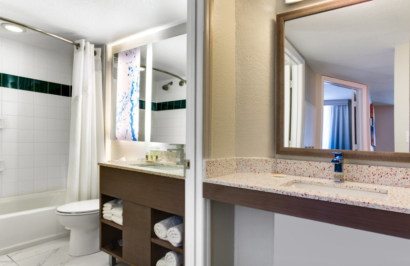 Guest bathroom at Holiday Inn Resort Orlando Suites - Waterpark.