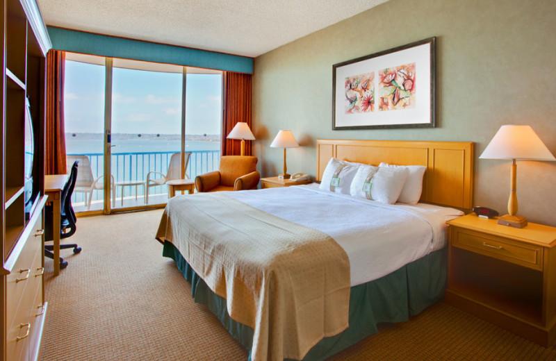Guest room at Wyndham San Diego Bayside.