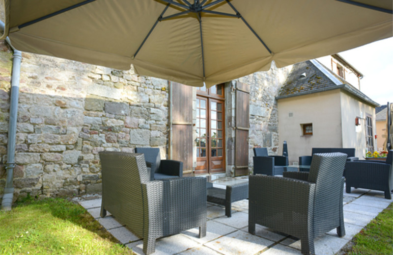 Patio at Manoir de l'Acherie.