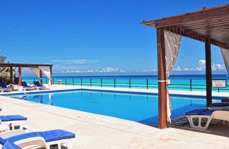 Outdoor pool at Flamingo Cancun Resort & Plaza.