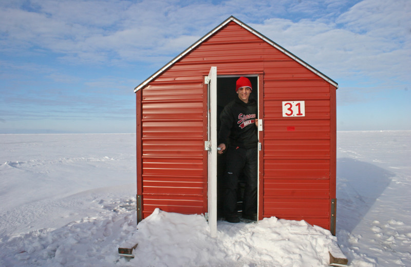 Arnesen 39 s rocky point resort roosevelt mn resort for Ice fishing minnesota packages
