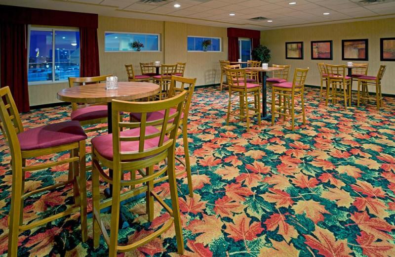 Dining at Holiday Inn Minneapolis.