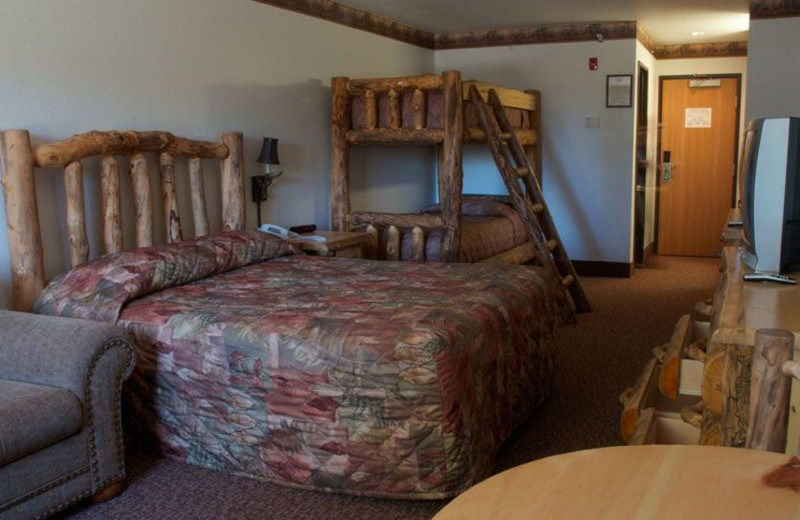 Guest bedroom at Grizzly Jacks Grand Bear Resort.