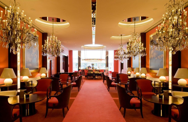 Dining at Hotel de l'Europe.