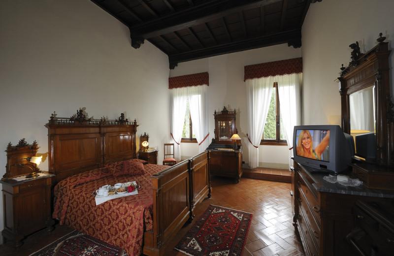 Guest room at Villa Campestri.