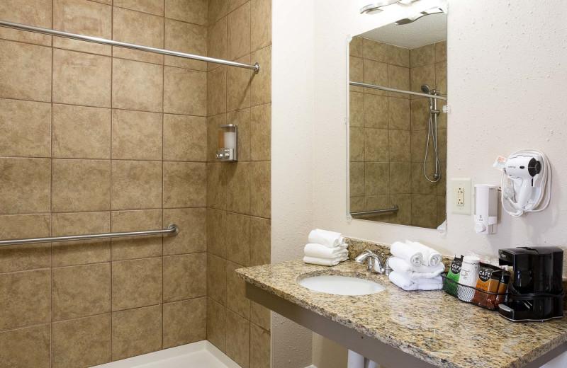 Guest bathroom at Southern Oaks Inn.