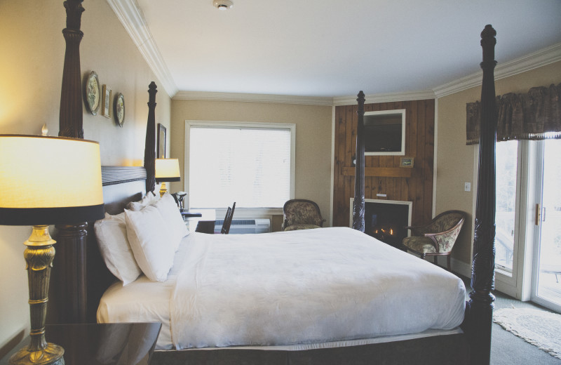Guest room at The Inn at Crestwood.
