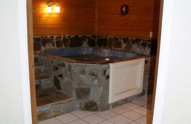 King Hot Tub Suite at The Heidi Motel.