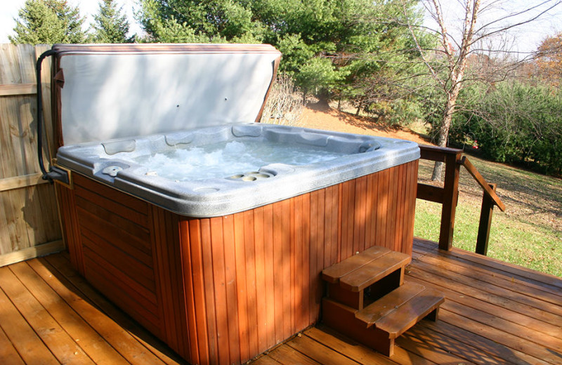 Jacuzzi at American Heartland Cottages.