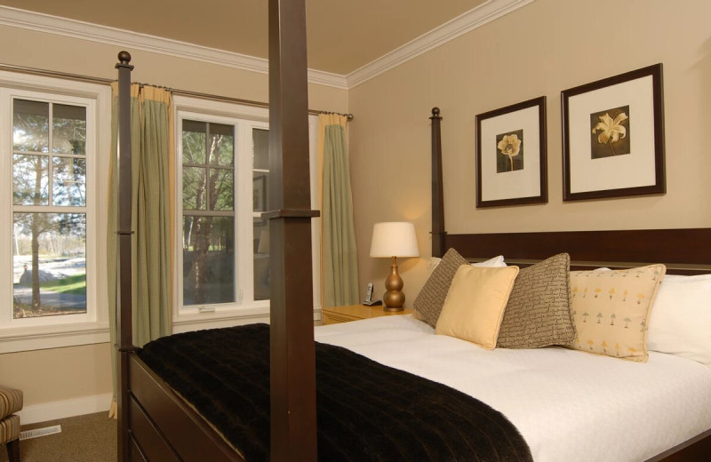 Guest bedroom at Rocky Crest Golf Resort.