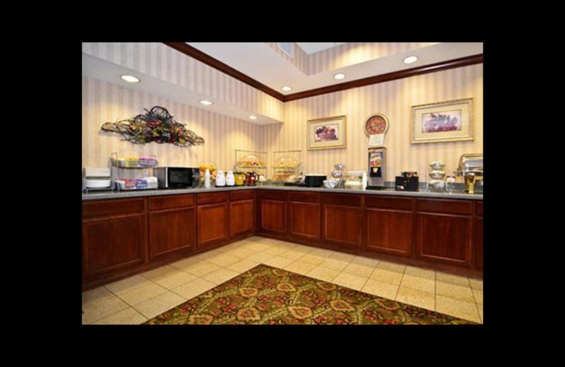 Breakfast area at Comfort Suites - Twinsburg.